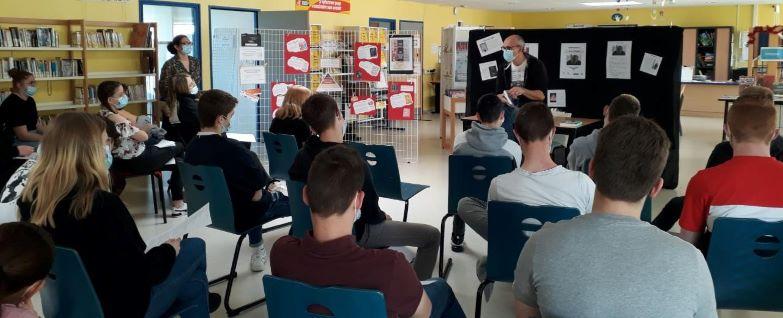 Eric Pessan face aux élèves du lycée Emilie Baudot de Wassy