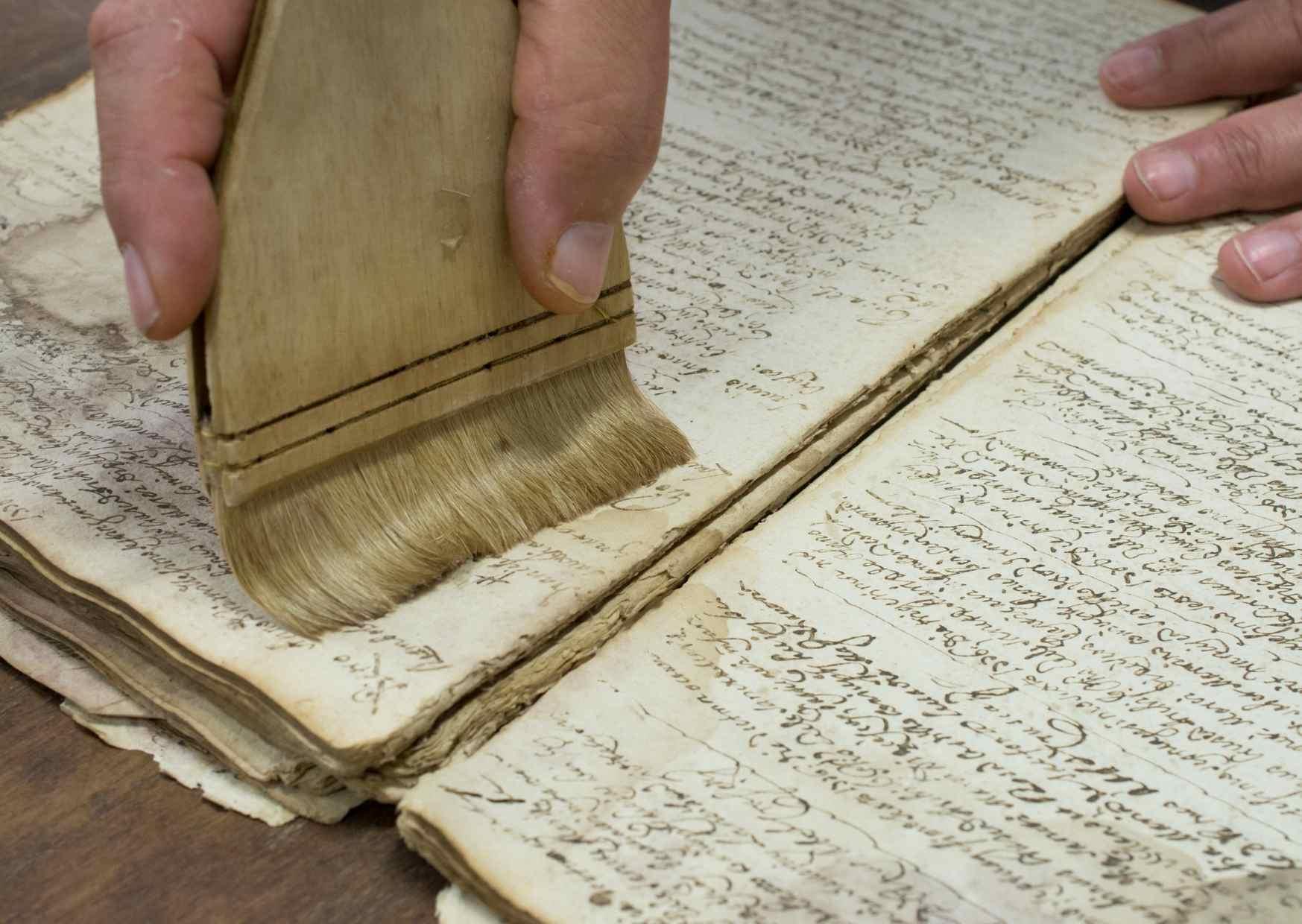 Conservation et restauration des documents patrimoniaux en bibliothèque