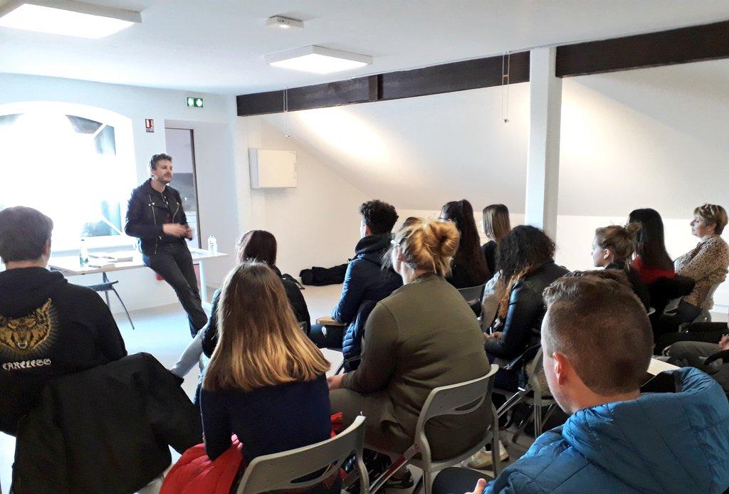 Les lycéens rencontrent l`écrivain Olivier Gay à la Médiathèque