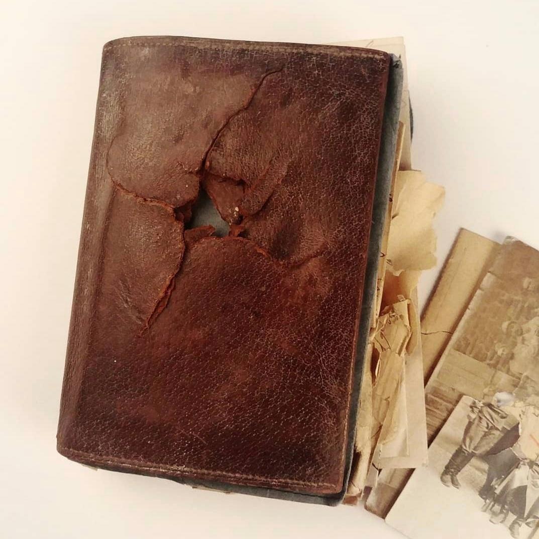 Le portefeuille qui prit un éclat d'obus à la place de son propriétaire