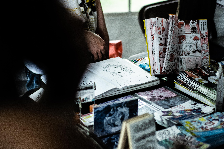 Allocations d'installation d'atelier pour les dessinateurs BD